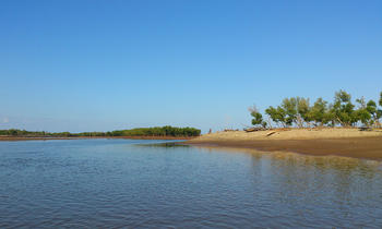 Ambakivao is a small fishing village located between the Tsiribihina River and the Mozambique Channel.