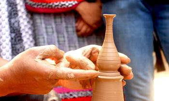 The village of Ambatomainty, renowned for the dexterity and talent of its craftsmen. For just one day, come and immerse yourself into the life of a potter