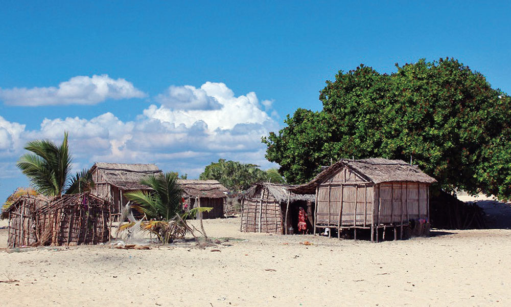 Discover one of the most beautiful beaches of Madagascar and the Indian Ocean, located near this city, Kimony.